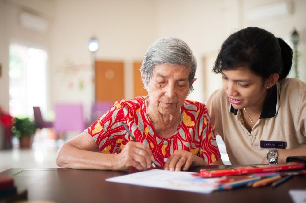 Kegiatan dan Interaksi Sebagai Perawatan Demensia dan Alzheimer Sehari-Hari